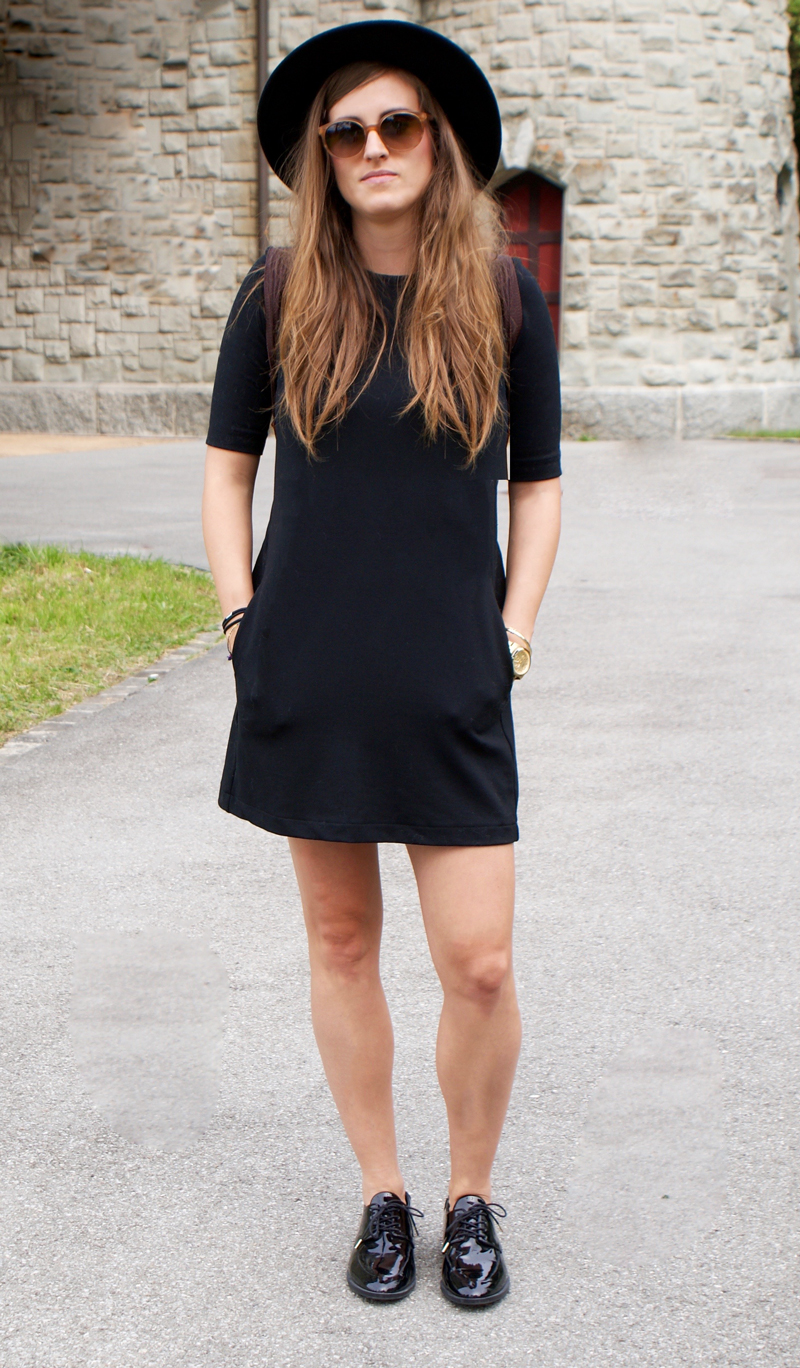 Black Dress with patent-leahter shoes and a Hat