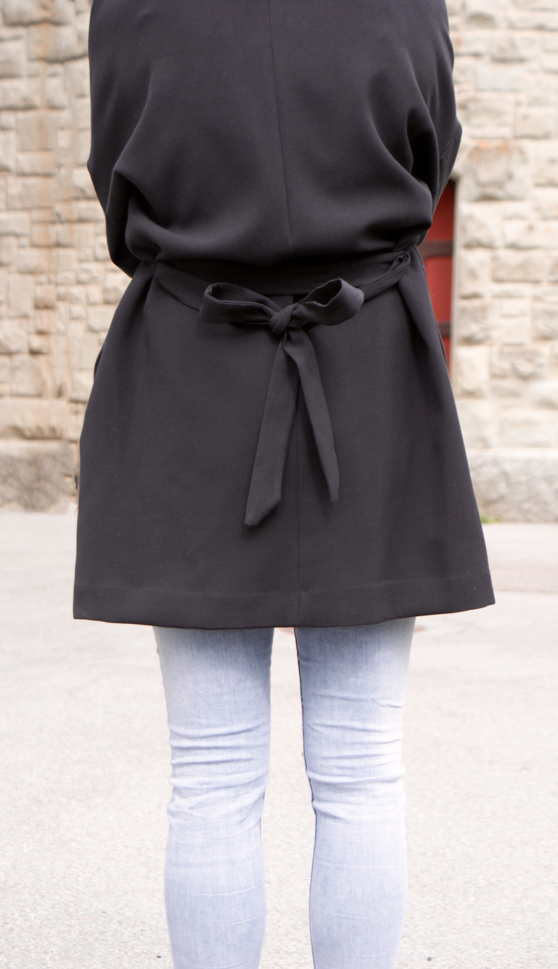 Black long Blazer with a bow