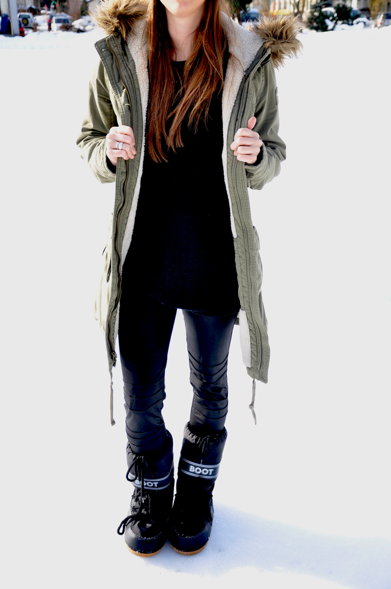 Green winter jacket from Abercrombie&Fitch, black Moon Boots, leather leggings and a black sweater from H&M. The white cap is from burton and the sunglasses was a gift.