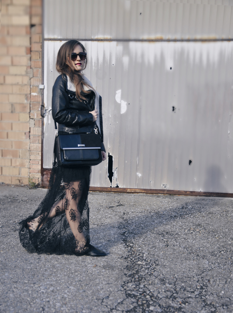 Leather jacket with a fur collar from H&M wiith a long transparent skirt from Forever 21. Shoes and Sunglasses also from Forever 21 and the bag from River Island.