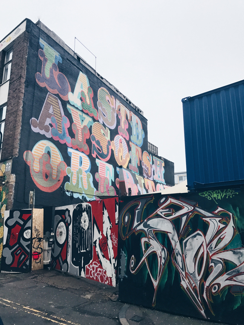 In this area call Shoreditch in London are living many creative people. I love how they create their home