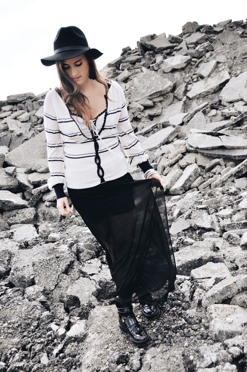 Fashionblogger, Andrea Steiner from Strawberries 'n' Champagne is wearing a cashmere jacket and top from Miriam Silder Collection. The skirt ist from H&M and the Boots from River Island.