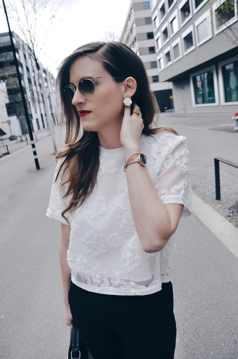 My spring outfit with a cropped shirt from Tooché and pants from Uniqlo. Shoes are from Zara and Sunglasses from Silhouette. Earrings are also from Tooche and this beautiful watch is from Skagen.