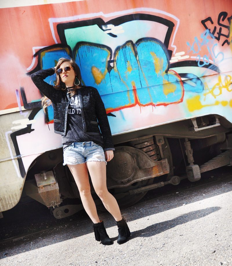 Fashionblogger, Andrea Steiner from Strawberries 'n' Champagne hast the Look Wild meets Glamour - Andrea wear a jacket form Miriam Silder Collection with jeans shorts from Forever 21 and a AC/DC Shirt from H&M. She combine it with boots from Buffalo and a sunglasses from VIU.