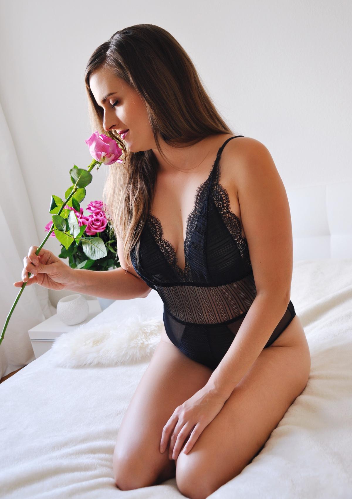 Andrea Steiner vom Modeblog Strawberries 'n' Champagne trägt Unterwäsche von Mysassylover.