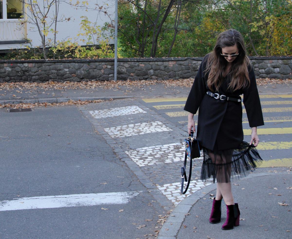 Andrea Steiner von Strawberries and Champagne trägt ein Herbst-Look.