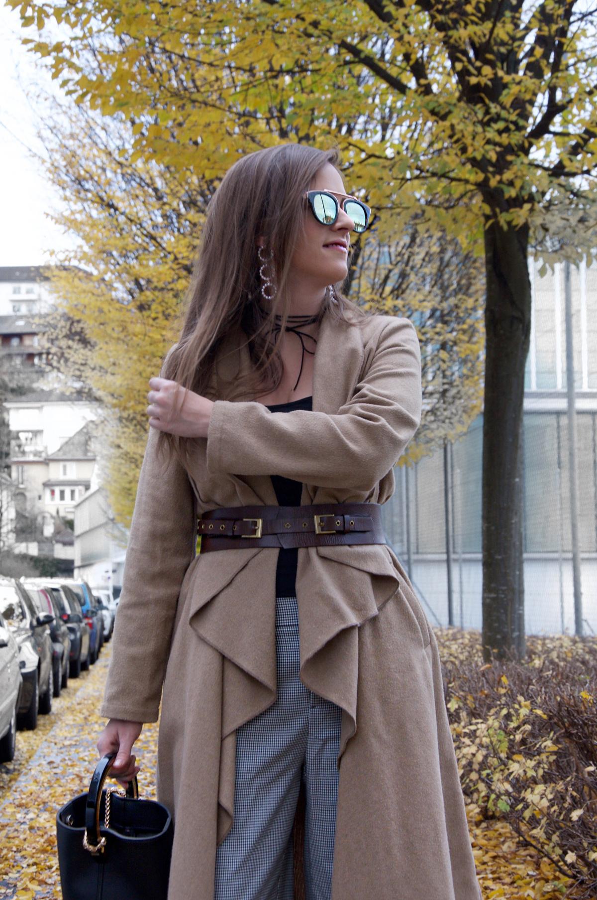 Andrea Steiner vom Mode blog Strawberries & Champagne zeigt Klamotten für den Herbst.