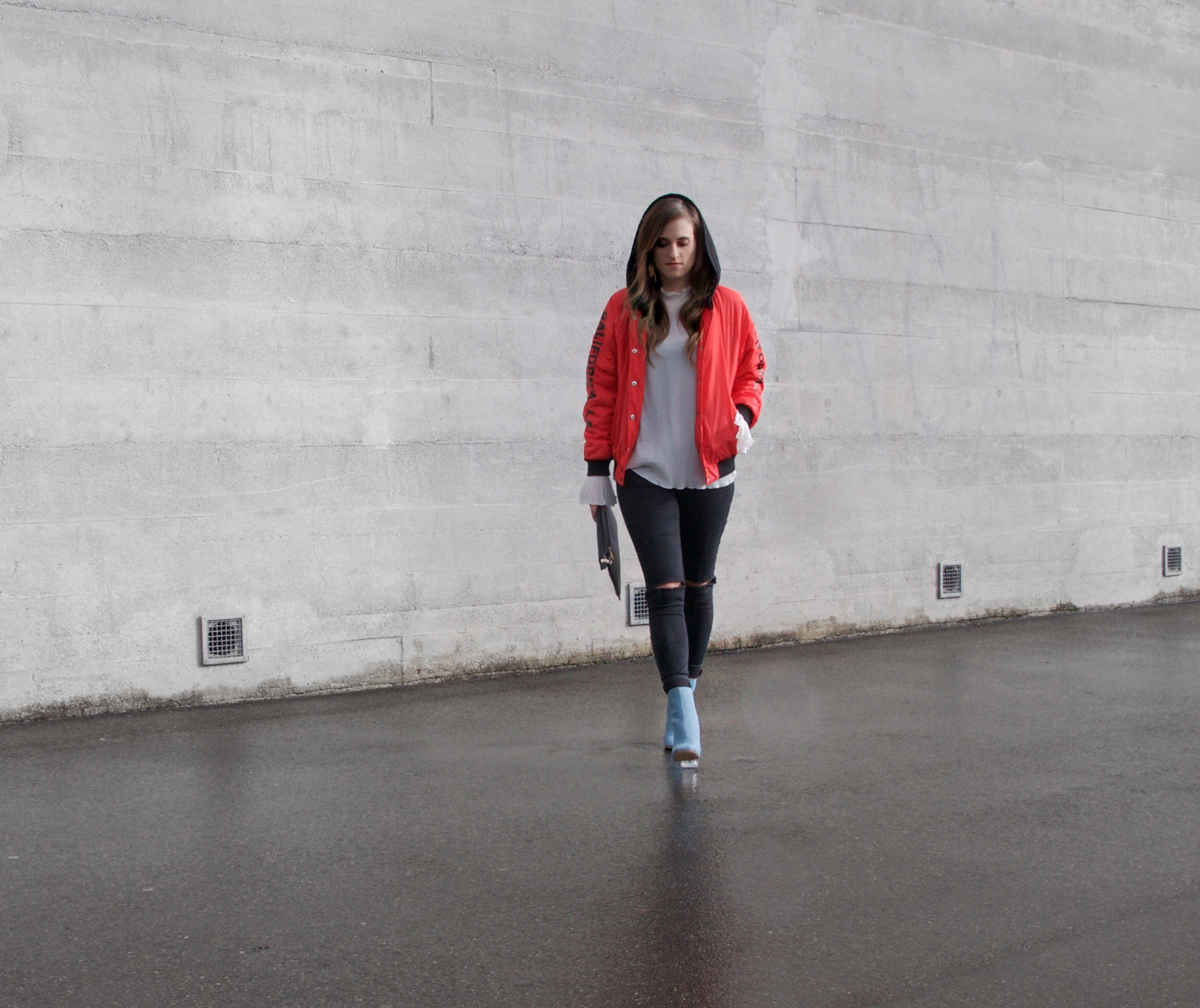 Andrea from fashion blog Strawberries 'n' Champagne wearing a bomber jacket from Forever 21 for winter.