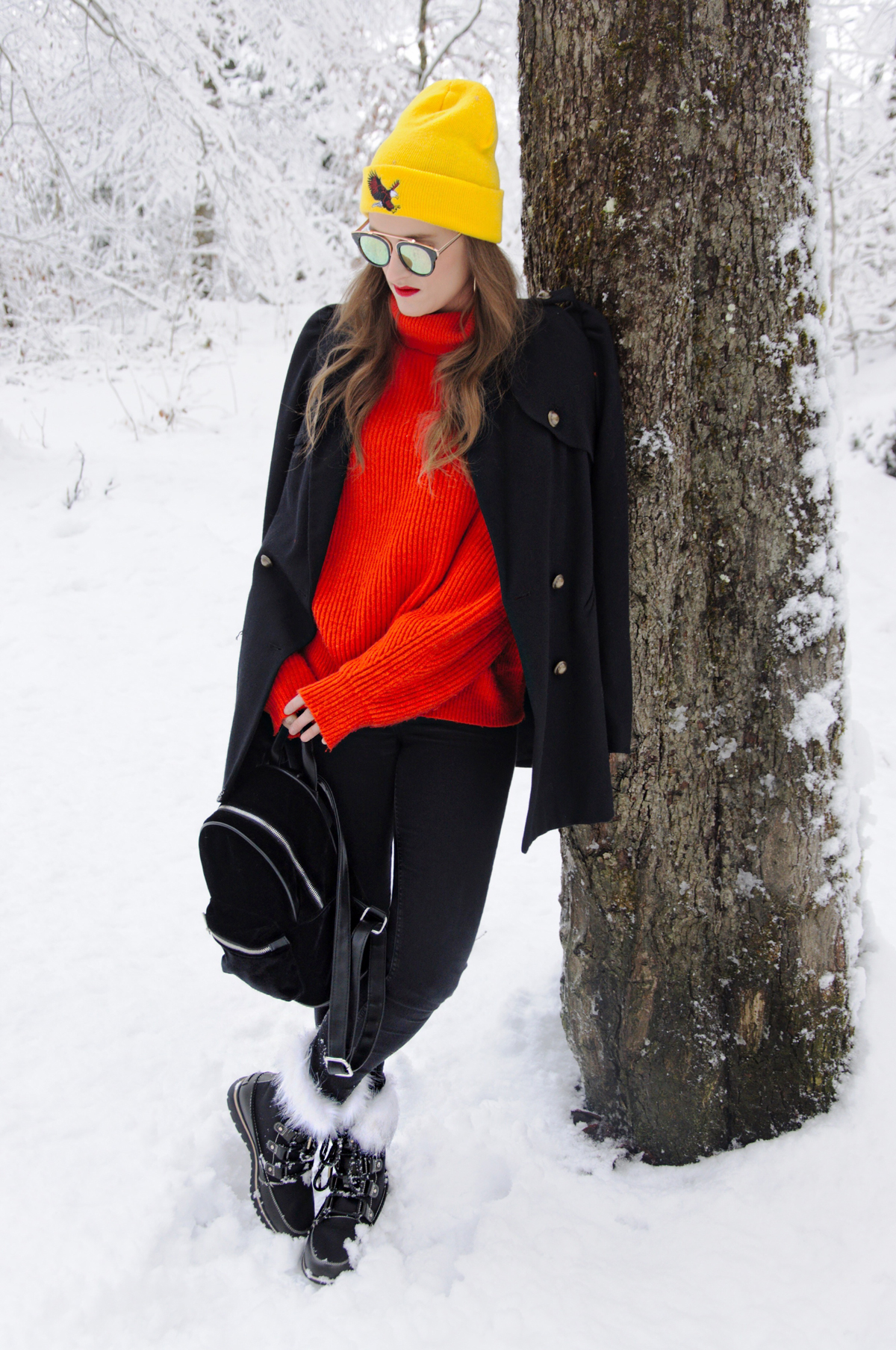 Fashion Blog Strawberries n Champagne by Andrea Steiner from Switzerland wear a cool Streetstyle Outfit with Sorel Boots.