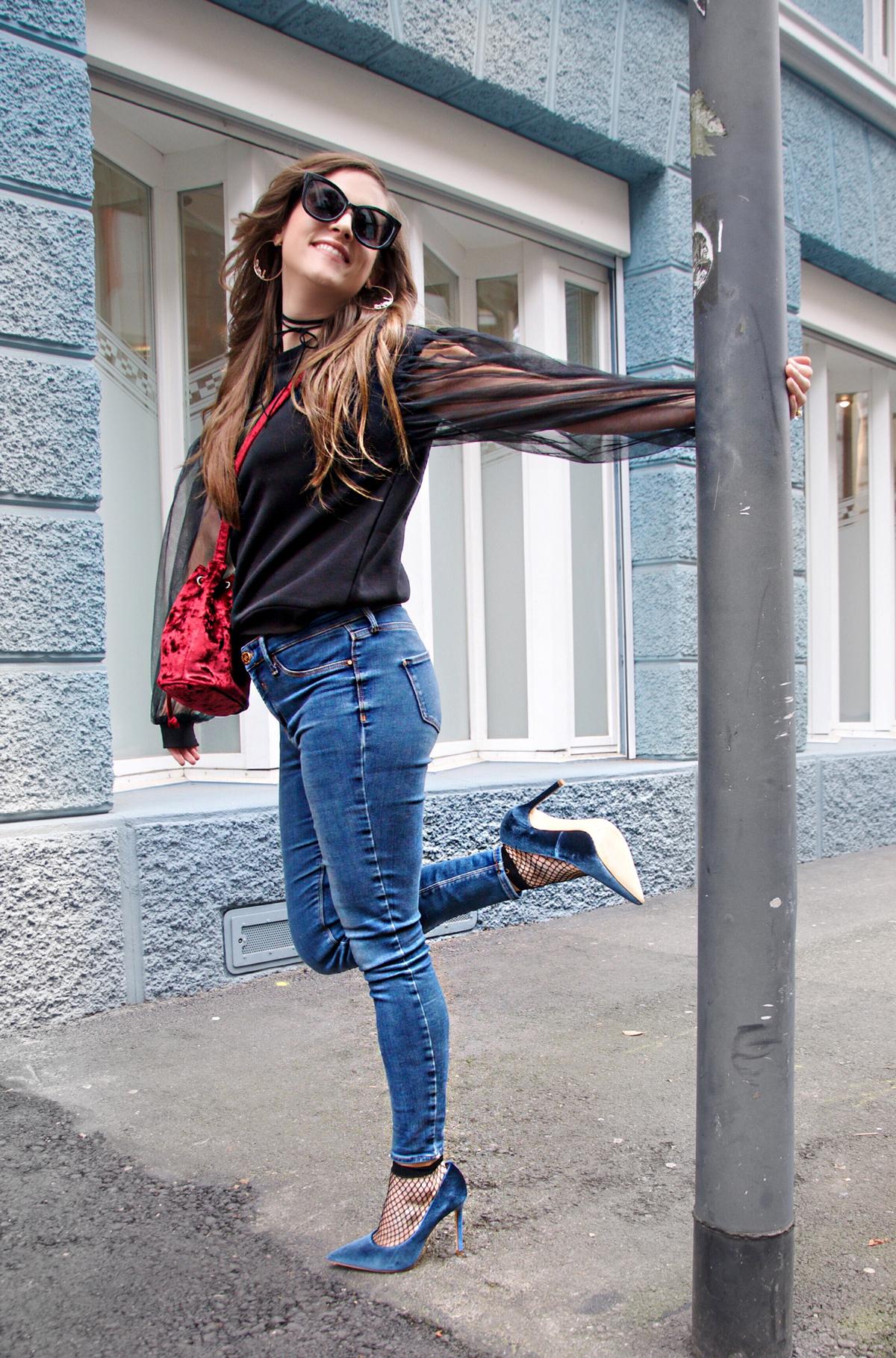 Andrea Steiner vom Mode blog Strawberries 'n' Champagne aus der Schweiz trägt ihr Lieblingsoutfit für Weihnachten.