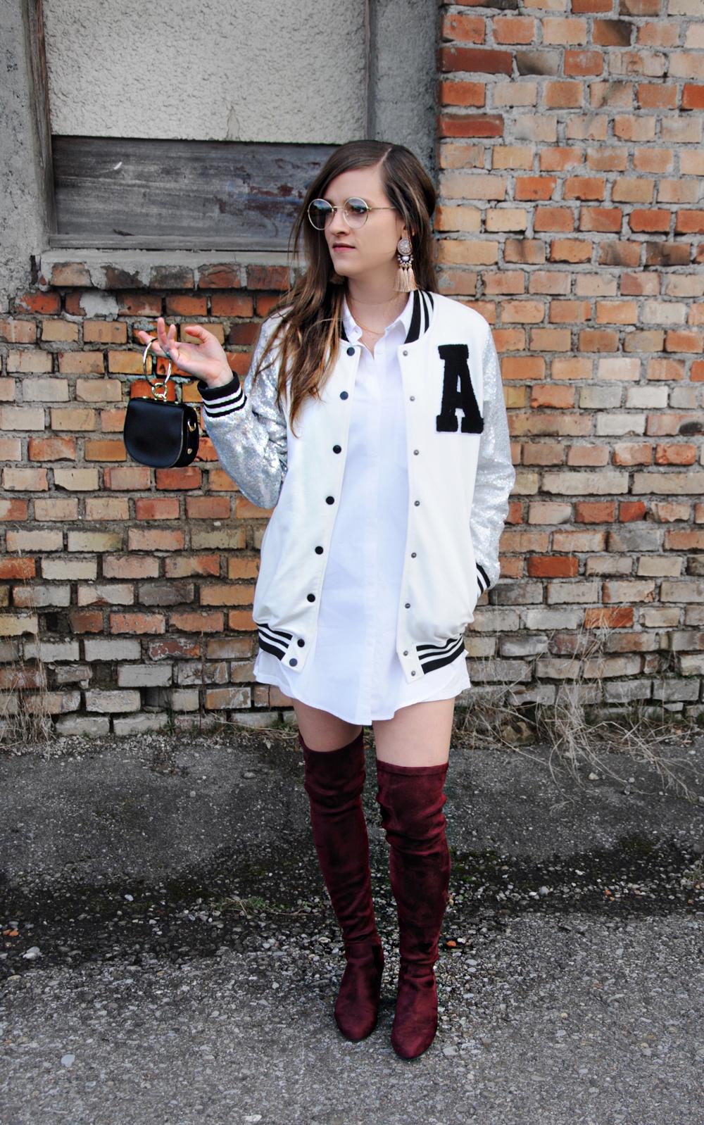 Schweizer Mode-Bloggerin, Andrea Steiner von Strawberries & Champagne zeigt in ihrem Mode Blog einen Street Style mit College Jacke und Overknees.