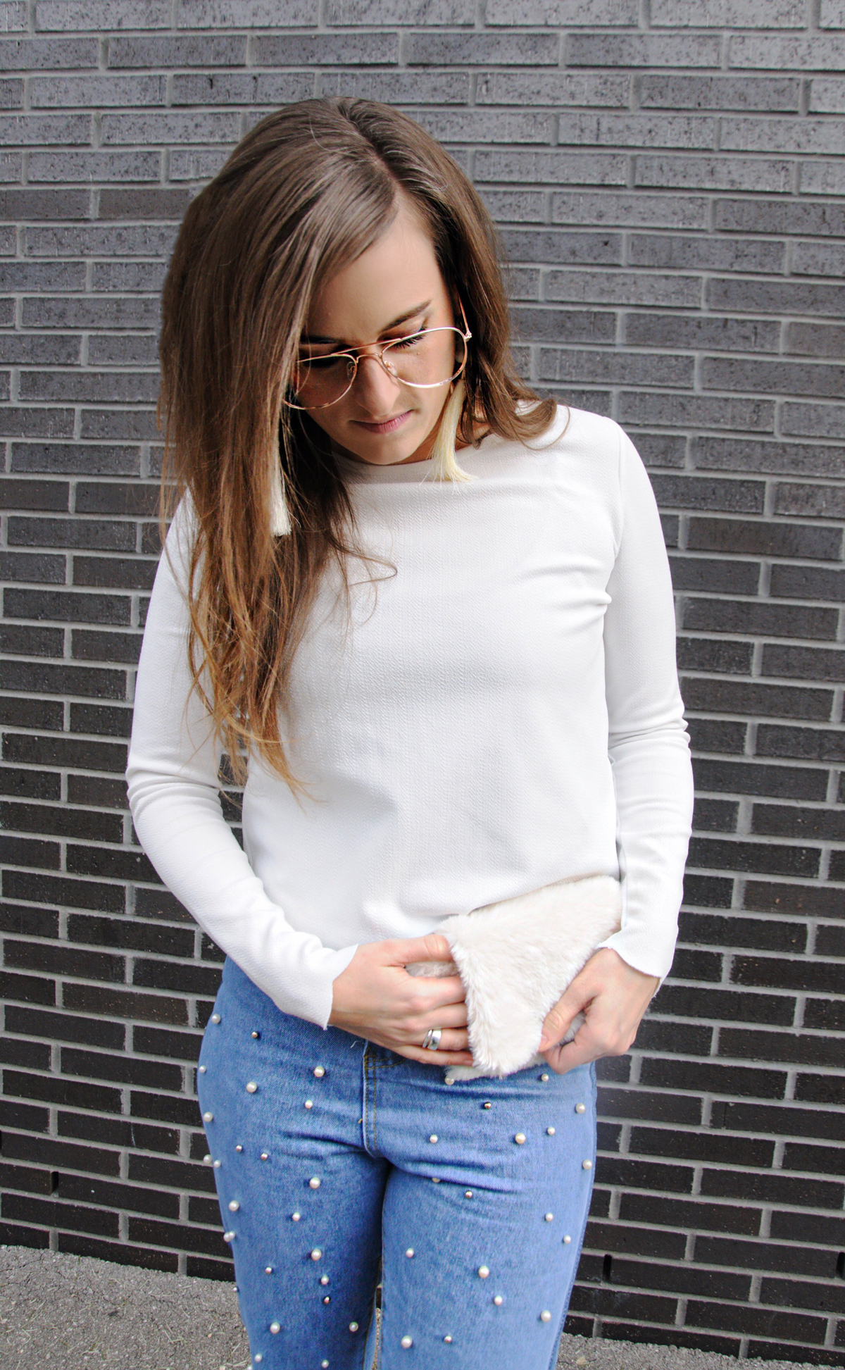 Swiss Blogger from Lucerne, Andrea Steiner give some amazing fashion tips on her blog Strawberries 'n' Champagne about fanny packs and how to wear it.