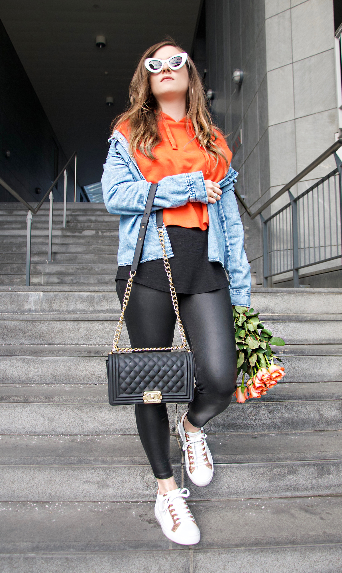 Andrea Steiner, fashion blogger from Lucerne in Switzerland is wearing the new sneakers by skechers and write on her blog Strawberries 'n' Champagne about the latest trends for sneakers.