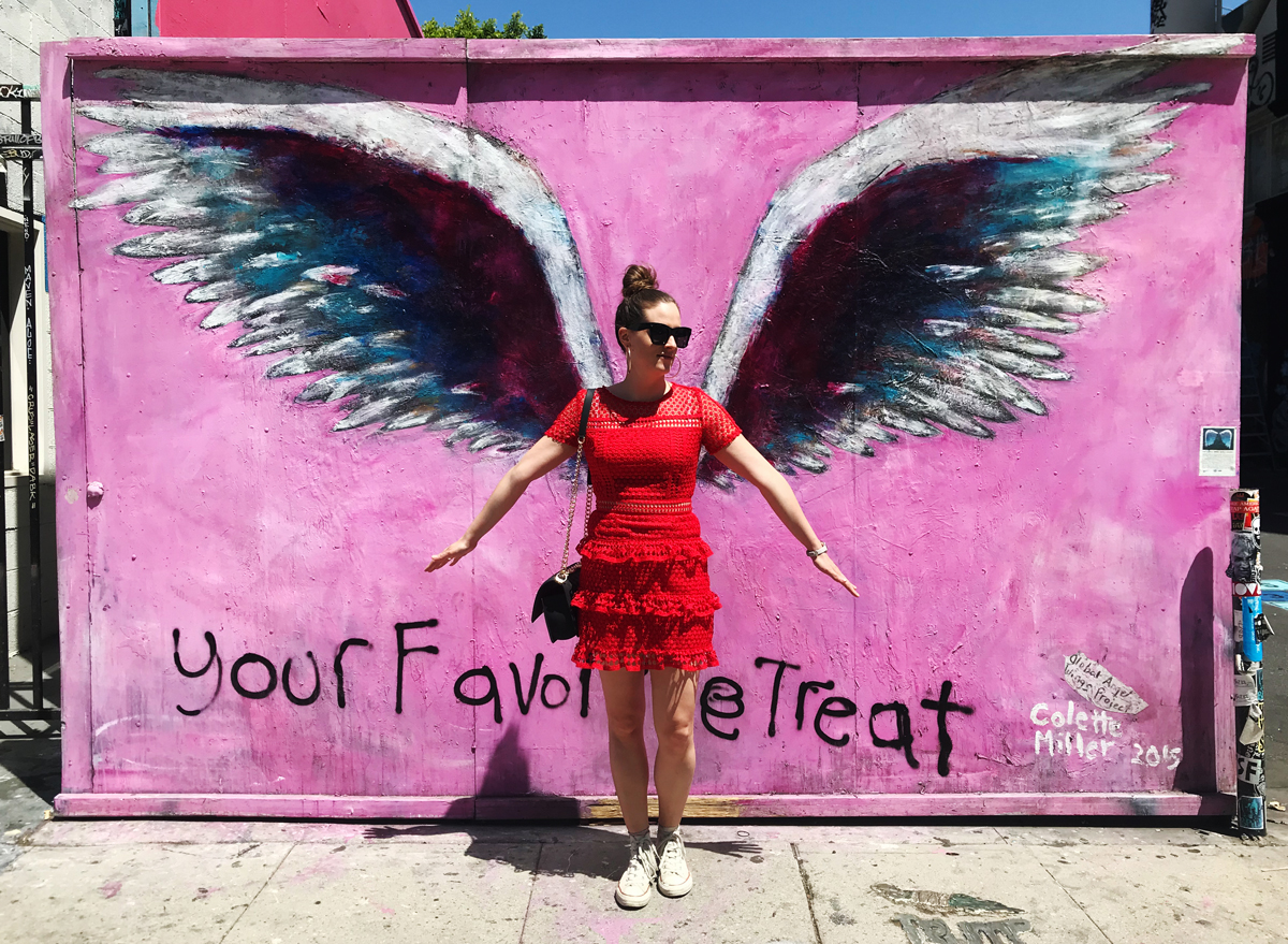 Fashion and Travel Blog Strawberries 'n' Champagne by Andrea Steiner write about her favorite spots in Los Angeles and where you can find all this beautiful wall paintings at Melrose avenue.