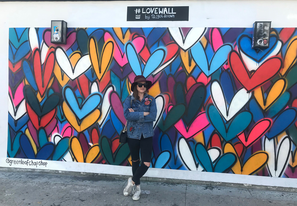 Fashion and Travel Blog Strawberries 'n' Champagne by Andrea Steiner write about her favorite spots in Los Angeles and where you can find all this beautiful wall paintings at Abbot Kinney.