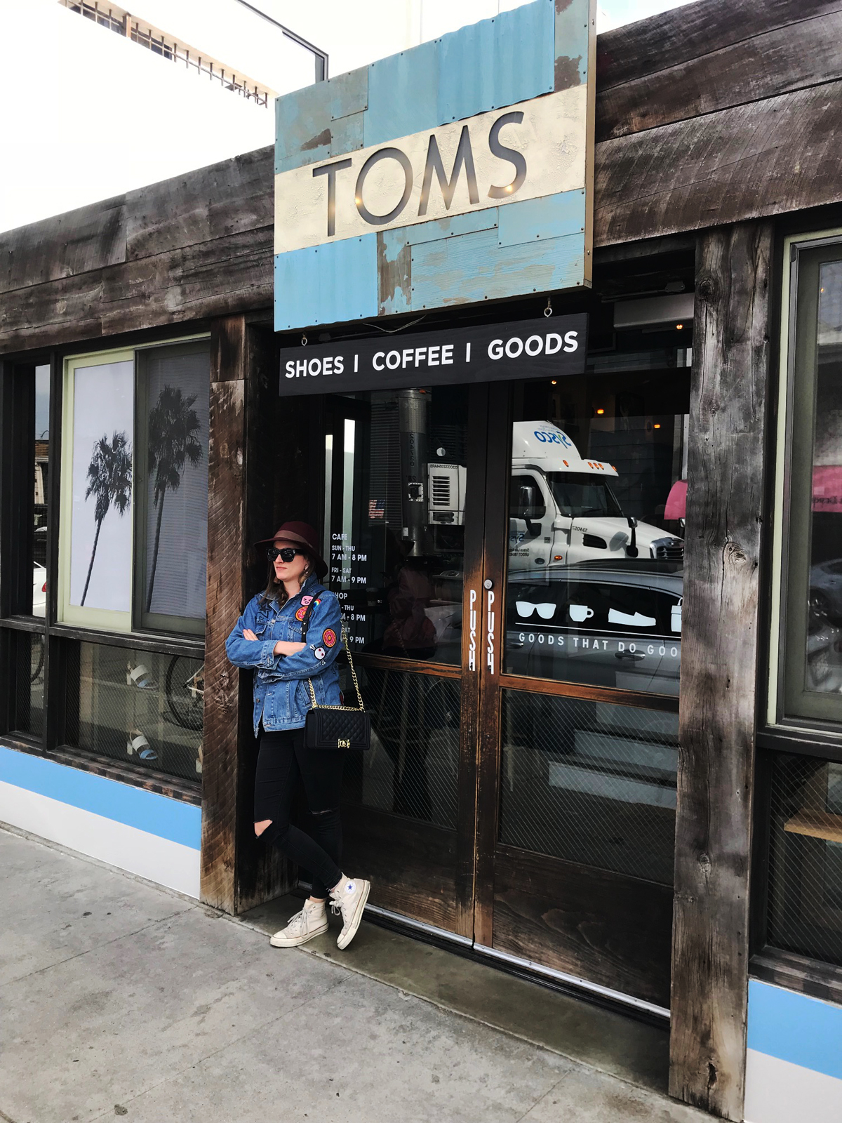 Fashion and Travel Blog Strawberries 'n' Champagne by Andrea Steiner write about her favorite spots in Los Angeles and the coolest stores like TOMS in Abbot Kinney.