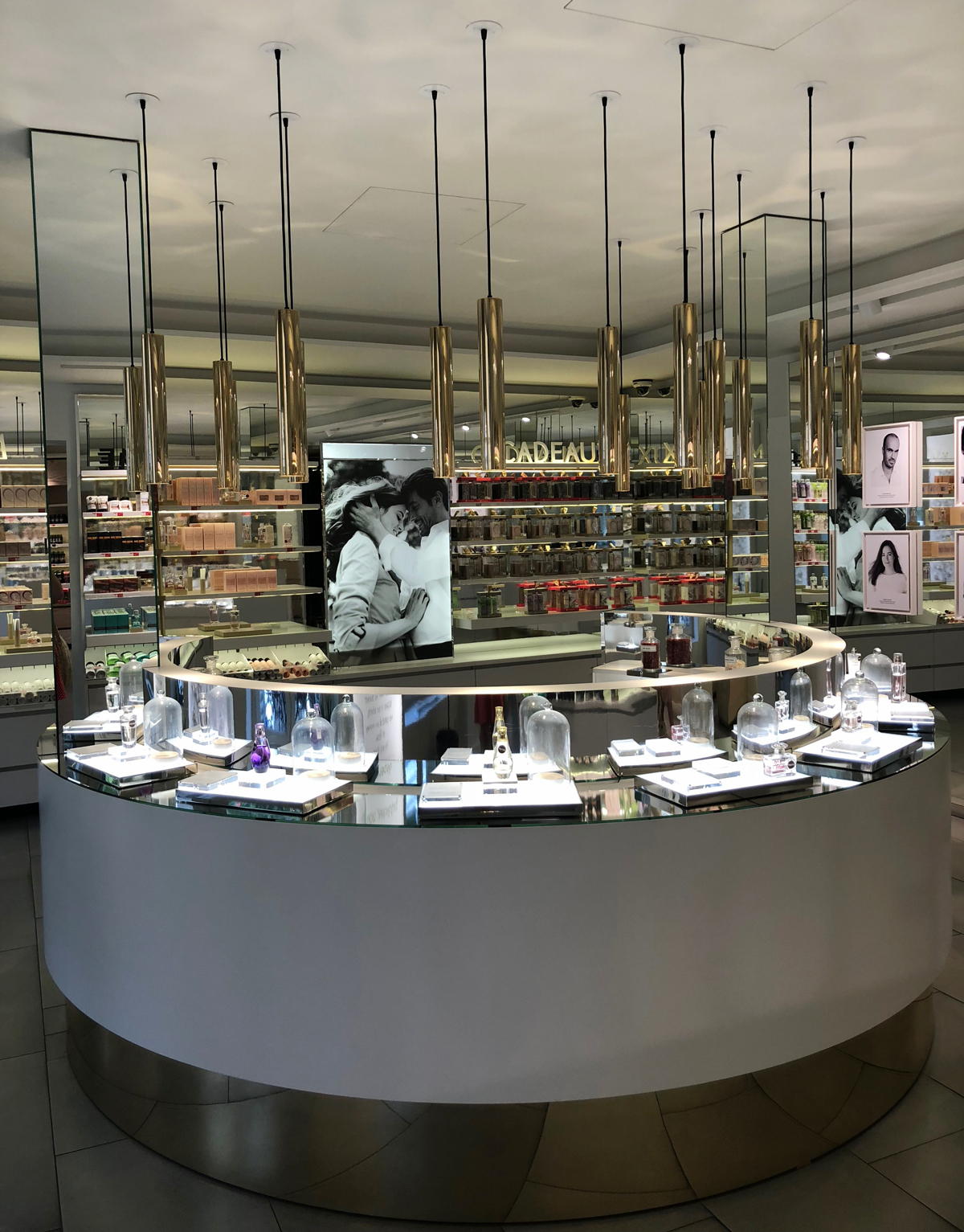 Der Concept Store von Yves Rocher an der 43 Boulevard Haussmann in Paris.
