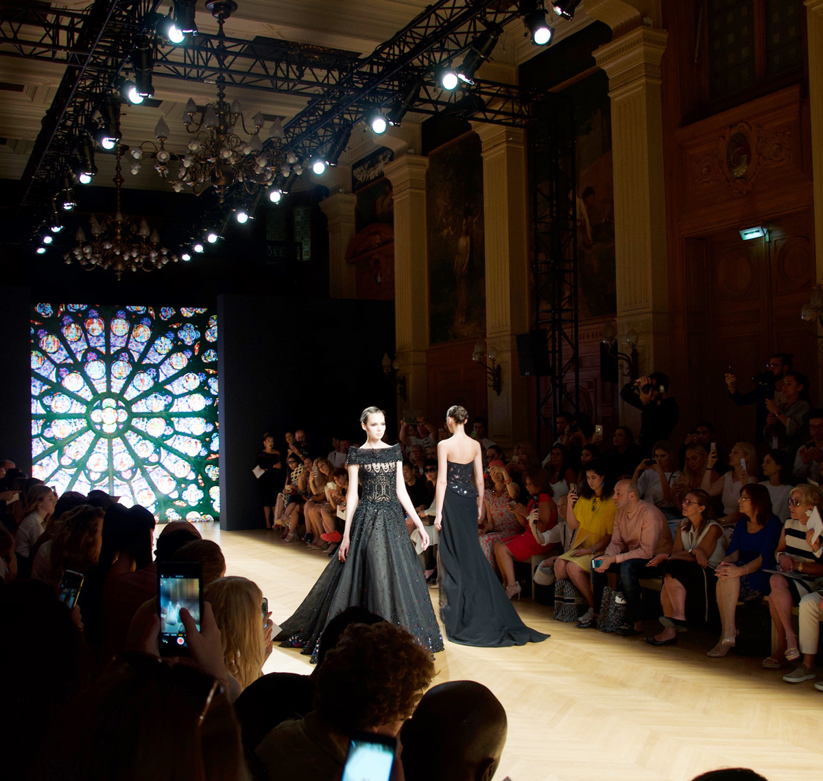 In der City Hall in Paris fand die fashion show von Tony Ward statt.