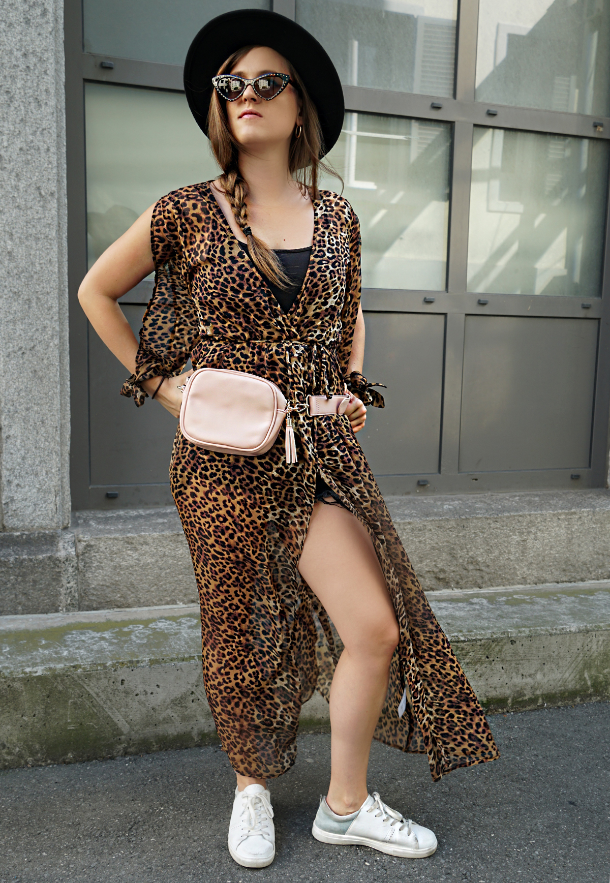 Dress in leopard pattern with a bun bag and sneakers. To wear it in a cool way Andrea from fashion blog Strawberries 'n' Champagne is wearing it with a hat and a cat eye sunglasses.