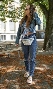 All-over-denim Look with mom jeans and a jeansjacket wearing by Andrea Steiner from fashion blog Strawberries n Champagne based in Lucerne, Switzerland.