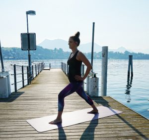 Yoga and Meditation Outfit with Nike Leggings and a basic top. Andrea Steiner from fashion blog Strawberries 'n' Champagne show how to find her work-life-balance.