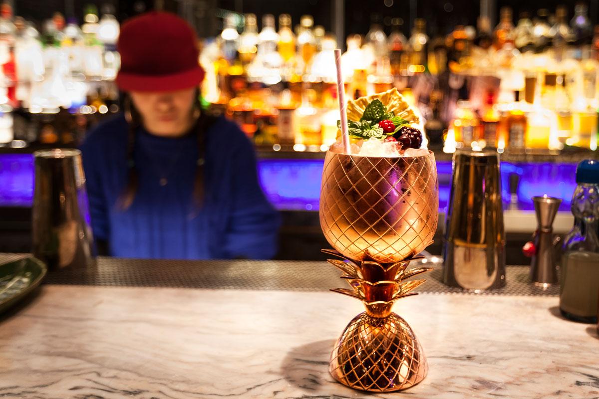 Andrea Steiner vom Mode und Reise Blog Strawberries 'n' Champagne zeigt auch die besten Plätze in Buenos Aires und eine der besten Bars in Buenos Aires, das Uptown.