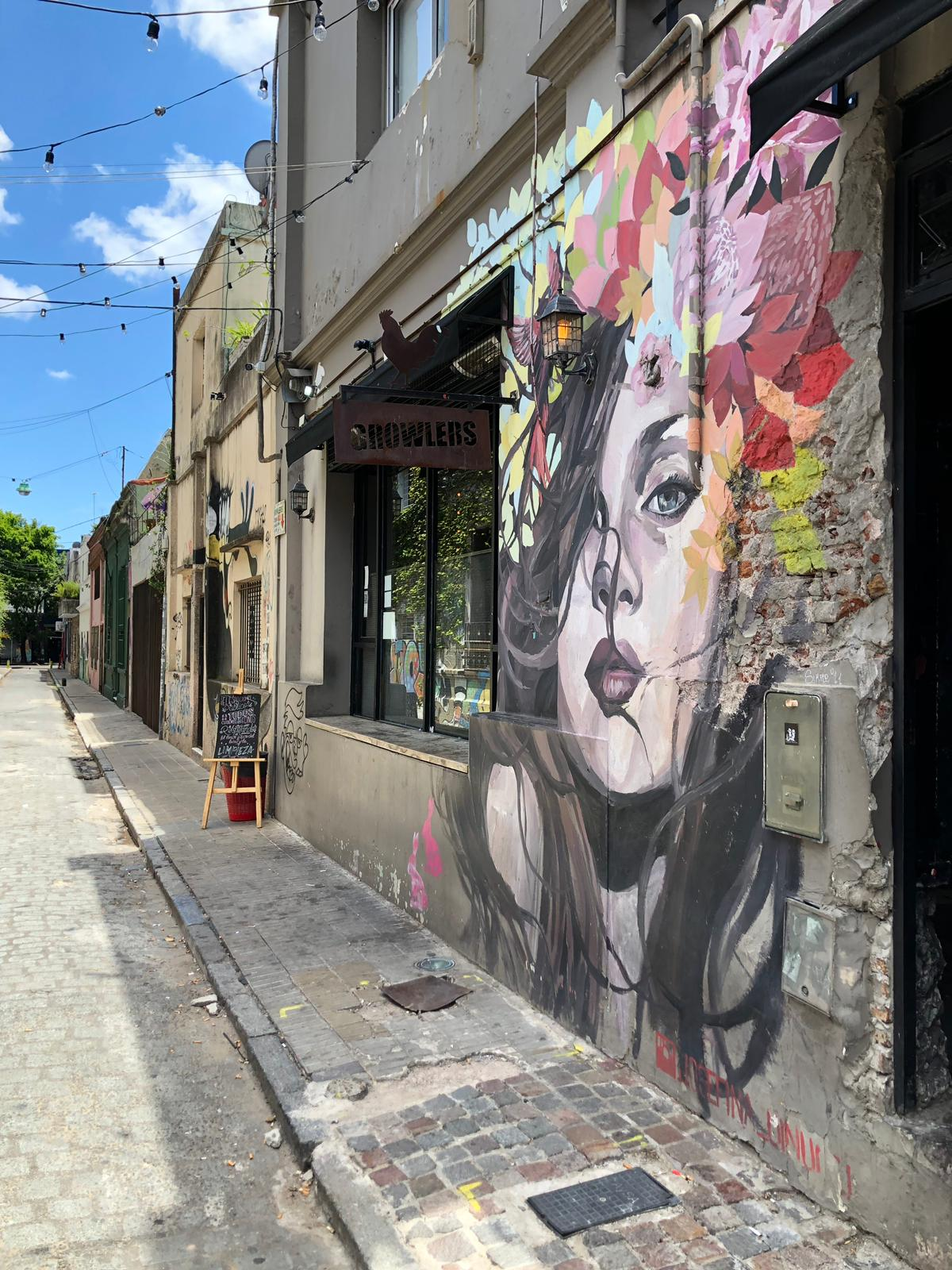 Andrea Steiner, fashion- and travel blogger from Strawberries 'n' Champagne was in Buenos Aires and checked out for you where to go in this amazing City. Palermo, the trendy fashion and lifestyle area in Buenos Aires with beautiful wallpaintings and cool bars and restaurants.